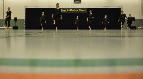 """Unsere Formation """"Dancelicious"""" bei ihrem allerersten Auftritt im März 2013 in Bochum (Foto: Norbert Kahmann)"""