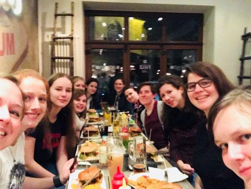 Wer viel trainiert, arbeitet und analysiert, der darf es sich auch einmal gut gehen lassen: Ladies' Night Out in Bochum (Foto: Fritz)