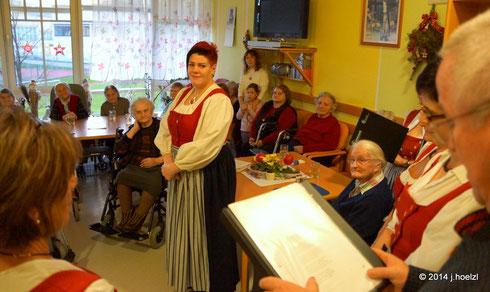Kienzlchor Waizenkirchen singt im Alten- und Pflegeheim Waizenkirchen Adventlieder