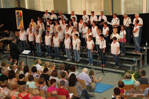 """24. Juni 2017: Der Kienzlchor Waizenkirchen beim Konzert """"Gosepel meets Pop"""" mit Mag. Richter Grimbeek als Chorleiter"""