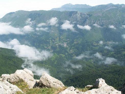 Le village d Aydius depuis le sommet du Bergon