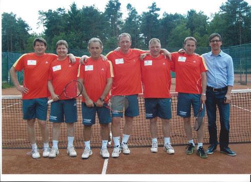 von links: Oliver Bierwag, Jörg v. Elling, Fako Agovic, Werner Tanz, Michael Kautz, Marc Lehnerdt und Sponsor Olaf Hartmann