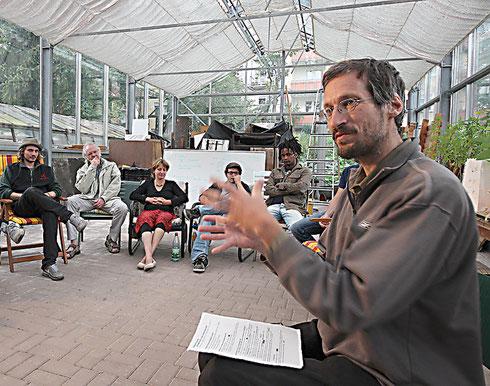 Jörg Bergstedt während einer Veranstaltung in den Fuldaer Zeppelingärten