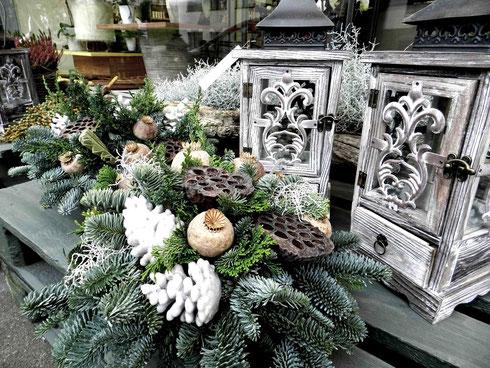Allerheiligen, 1.November, Meggen, Luzern, Grab, Toten, Feiertag, Gedenken, Blumen, Gesteck, Blumenschale, Licht, Kerzen,
