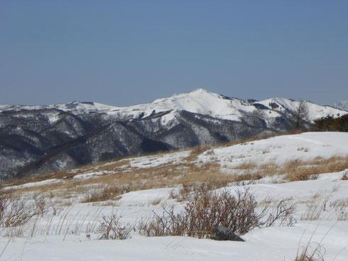 小日向山より真っ白な三峰山