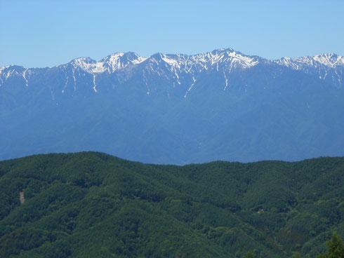 目の前に拡がる中央アルプス(左より南駒ヶ岳、右に空木岳)