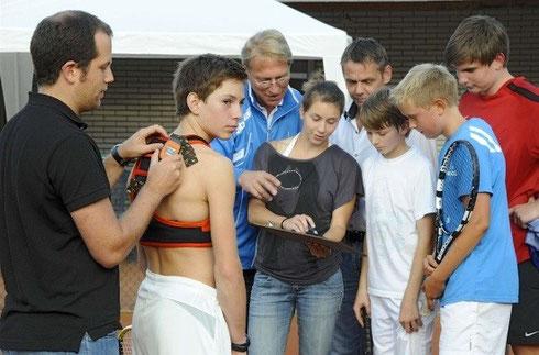 Wuppertal Tennishalle buchen tezet und Tennisschule Garbe