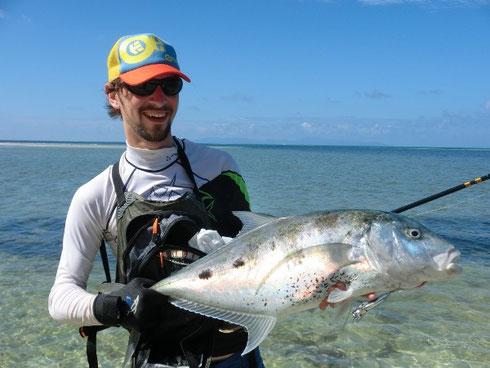 Seychellen angeln Spinnfischen Trevally vom Ufer