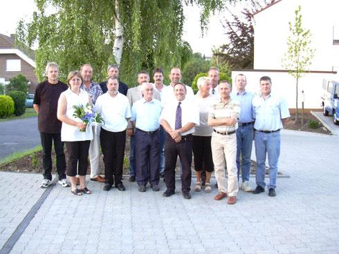 2003! Neben dem Ehrenvorsitzenden Hans Fries (Mitte) kümmern sich 14 Vorstandsmitglieder um Verein und Mitglieder. Heute, 2014! freuen wir uns, dass noch 8 Personen im Vorstand mitarbeiten.