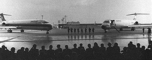 Links eine MD-81 der Swissair, rechts ein Exemplar der Austrian Airlines/Courtesy: McDonnell Douglas