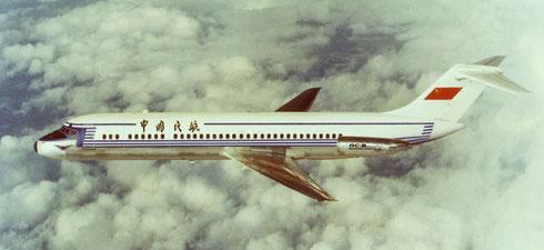 Retuschiertes Modellfoto einer DC-9 mit CAAC-Schriftzug/Courtesy: McDonnell Douglas