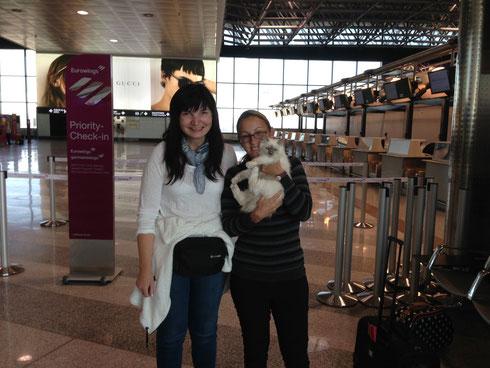 Übergabe am Flughafen in Mailand
