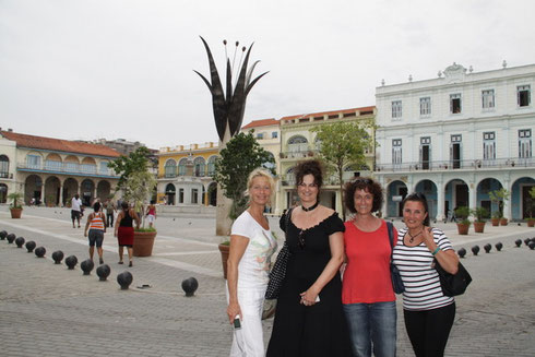 Old Square with Air Berlin Crew