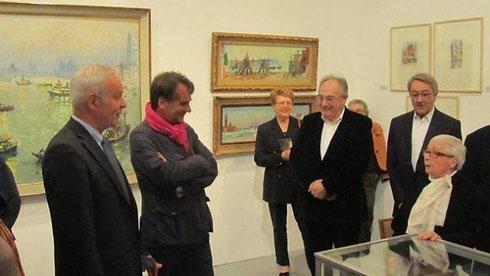 Nicole Hambourg (à droite), veuve d'André Hambourg, a inauguré l'exposition aux côtés d'Eric Lefévre (2e à gauche), commissaire de l'exposition, et d'Yves Lamy, maire. L'exposition est visible jusqu'au 13 octobre au musée Quesnel-Morinière.