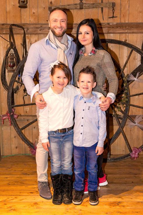 Prinzessin Vanessa I. & Prinz Jörg I. und Kinder Prinzenpaar Anna und Leon  Saison 2017