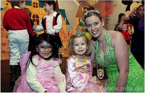 Prinzessin Sandra mit Kinderprinzessinen
