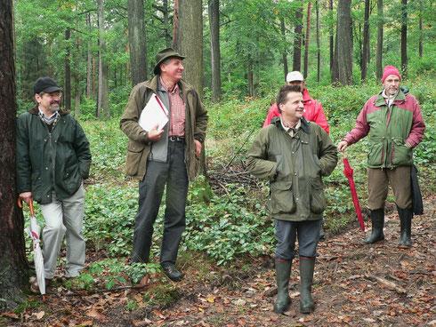 Karl-Friedrich Sinner, Ludwig Neeb und Prof. Dr. Hussendörfer 2007, unterwegs mit der ANW im Casteller Forst Lisberg