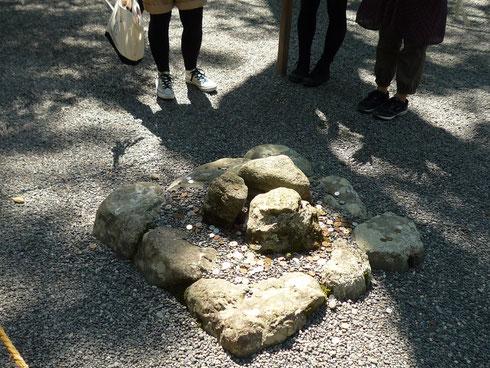 伊勢神宮外宮 三つ石