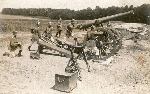 Feldartillerie bei einer Übung um 1909