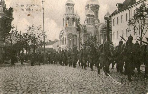 Marsch durch Wilna (heute Littauen) wohl 1914
