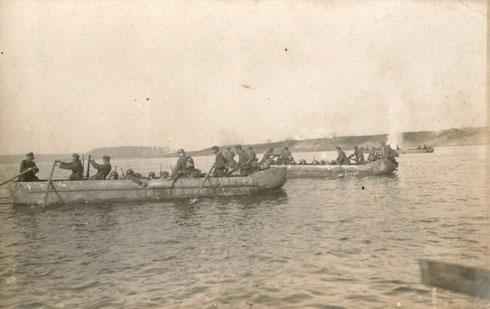 Mit Booten über die Düna