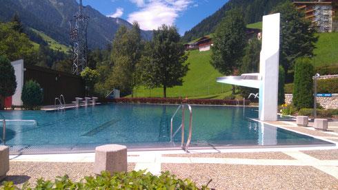 Freischwimmbad direkt unterhalb vom Zellerhof