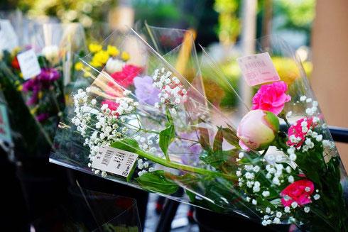 主役の花の引き立て役だけど、確かに、とこか幸せそうだよね、かすみ草…