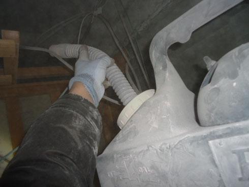 殺鼠剤散布施工中