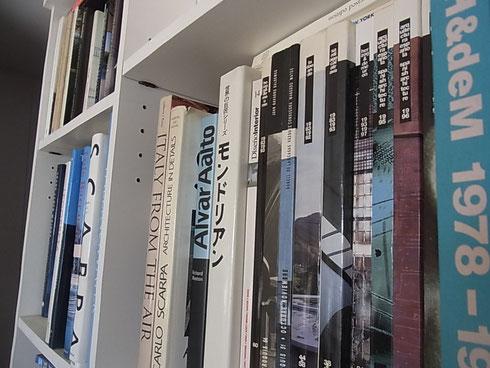ある日の本棚