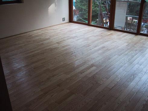 栗の木の床 桐油拭き取り仕上げ