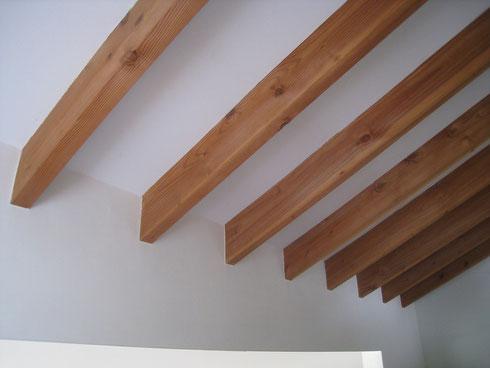 屋根を支える、規則正しいリズム