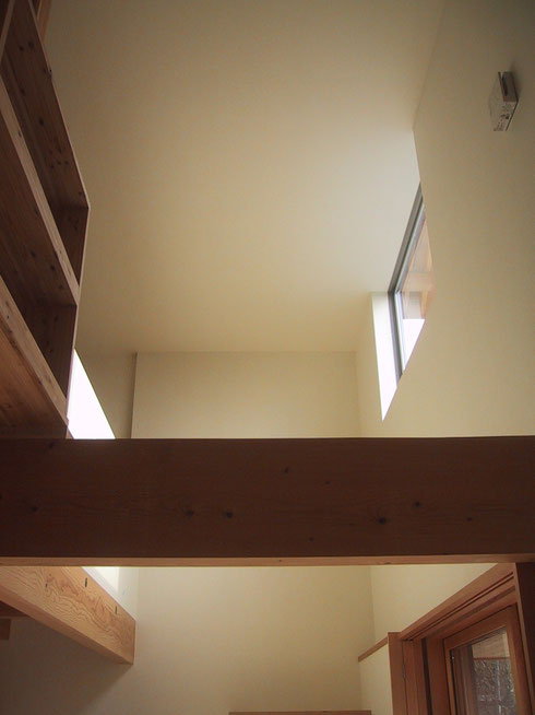 構造、素材、光り の構成
