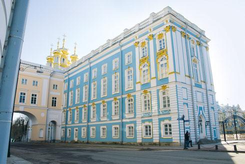 """Церковный флигель Екатерининского дворца, где до 1988 года находилась экспозиция """"Пушкин. Личность. Жизнь и творчество"""""""