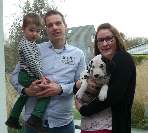 Unsere gemütliche Pia passte von Anfang an prima in die junge Familie Erker aus Rheinberg....