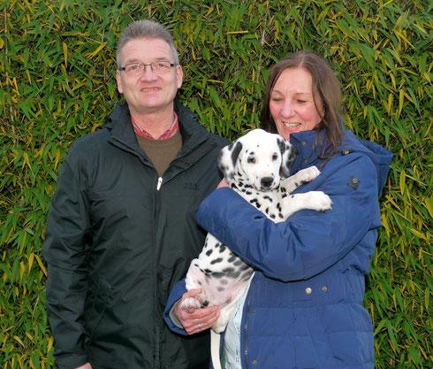 Enno darf von nun an Hundelehrerin Karin Engstler und Mann in Ratingen begleiten und erfreuen...