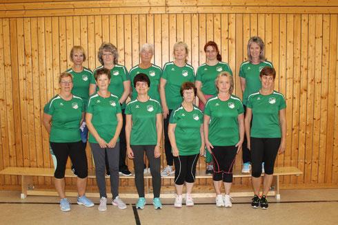 Übungsleiterin Manuela Peters mit ihrer Gruppe in der Turnhalle Rußdorf (montags 20.00 Uhr)