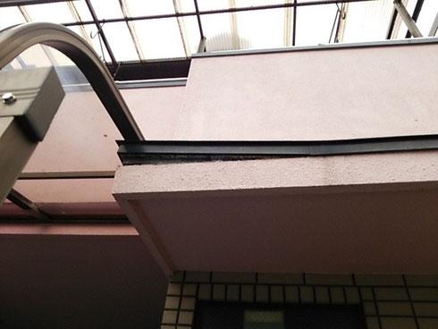 玄関 庇 雨漏り
