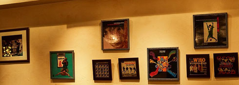record bar 33 1/3rpm 店内壁面装飾