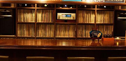 record bar 33 1/3rpm 店内正面