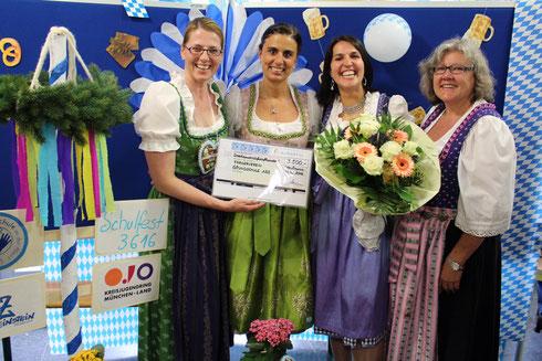 Frau Dr. Lorenz-Depiereux, Frau Engelhardt, Frau Duscher, Frau Witti (von links) bei der Scheckübergabe