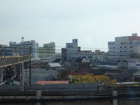 変わらない景色☆小田原の町♪小田原駅で降りる人達を電車の中から見て、少し胸がきゅーってなりました(><)