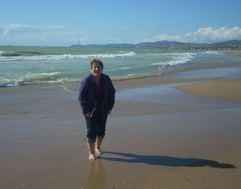 2011 Wading on the Beach at Nettuno, Sicily in March - What a Climate!