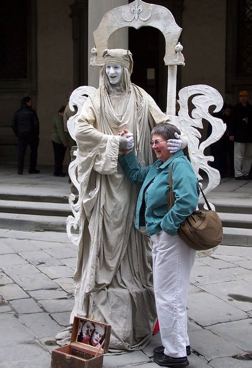 2005 Oh Yes, Dante Still Lives in Florence and Works for Tips Outside the Uffizi