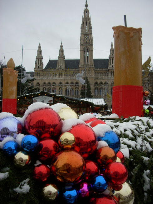 2010 A Nice View of the Main Christmas Market in Front of Vienna's City Hall