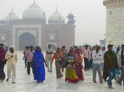 2013 Pilgrims heading toward the Taj Mahal in Agra