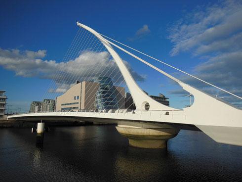 2015 Santiago Calatrava's Monumental Samuel Beckett Bridge Spans Dublin's River Liffey