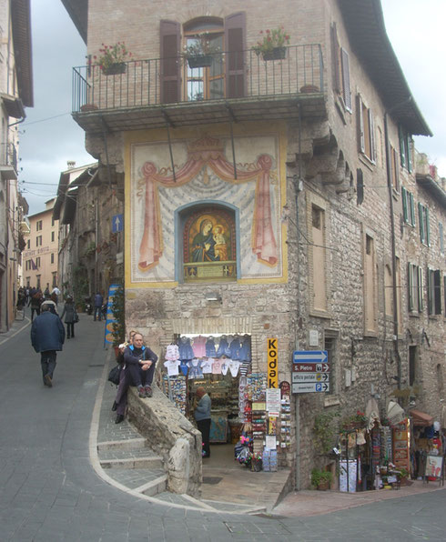 2012 Assisi - Everybody knows this Corner with its Splendid Madonna