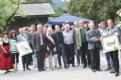 """Altbürgermeister Franz Golger beim """"Tag der Gemeindepartnerschaft"""" am Familienfest in Lainach am 6. Sept. 2015 im Kreise """"mehrerer"""" Bürgermeister"""
