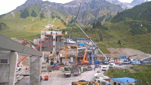 Sept. 2016: Vollgas auf der PORR-Baustelle in Rautz am Arlberg. Die Tresdorfer Baupartie mit Wenner Thomas, Michael, Andreas, Hans, Andi und Sepp muss bis Anfang November fertig werden ... aber auch die anderen Firmen auf der Baustelle
