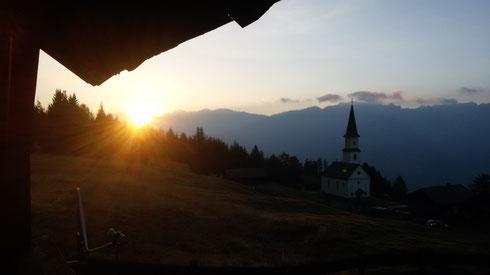 Sonnenaufgang - fotografisch festgehalten von Sonner Reinhold am Marterlesonntag 2015 und eine Momentaufnahme aus 2007 auf seinem UNIMOG
